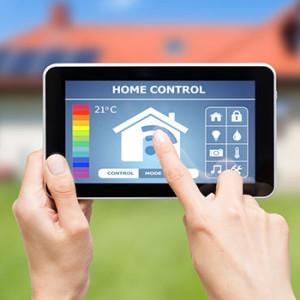 Tablet mit App für intelligente Gebäudetechnik